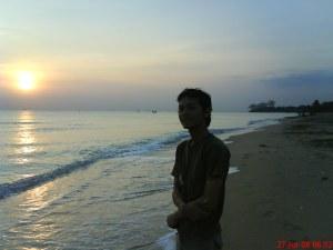 Nampang bentar di Pantai yang Indah