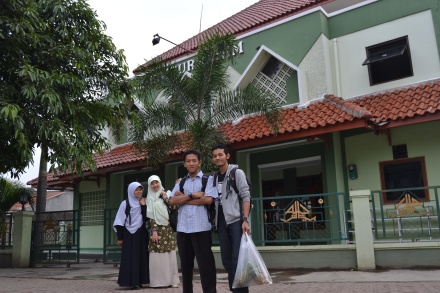 Erna Annis Bambang and Joe depan Masjid