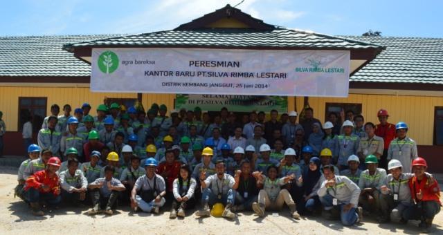 Foto bersama seluruh Karyawan PT. Silva Rimba Lestari, 25 Juni 2014