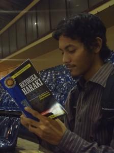"04 Joe read ""Retorika Haraki"" at IBF Jakarta 2013"