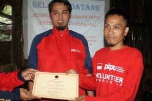 07-penyerahan-sertifikat-secara-simbolis-kepada-relawan-pb-pkpu