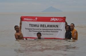 11 Spanduk Temu Relawan di Lautan