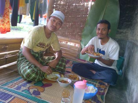Makan bareng Pak Haji Muhidin Desa Neglasari