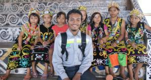 03-joe-with-anak-dayak-kenyah