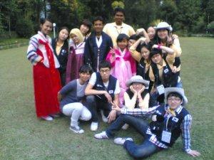 Berkegiatan bersama dengan mahasiswa dari Korea Selatan