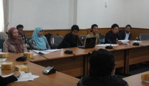 Saat presentasi hasil penelitian di hadapan pejabat STKS Bandung dan Profesor dari UPI dan UNPAD.