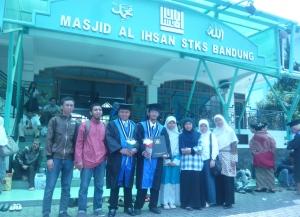 Foto bersama kader KAMMI di Masjid Al Ihsan STKS Bandung