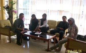 Bersama beberapa kandidat lain pada saat tes salah satu NGO Internasional di Bandung