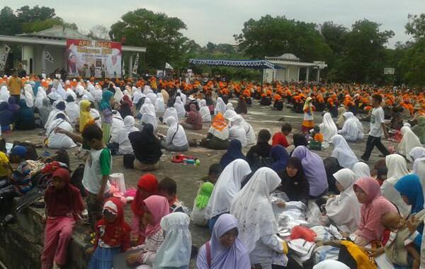 Para ummahat beserta anak-anak calon mujahid&mujahidah dakwah ikut serta dalam Apel Siaga PKS Kalimantan Timur, Maret 2014