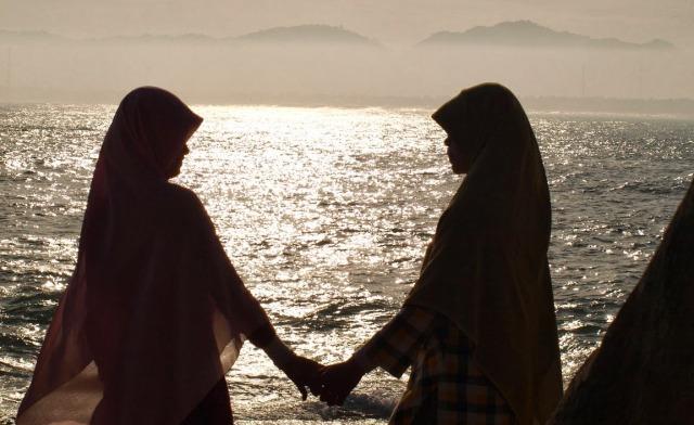 Muslimah dalam Balutan Ilusi Jilbab Syar i