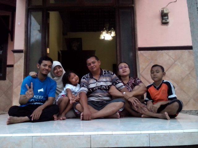 Bersama keluarga Mas Wahib di Rengel