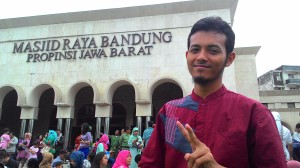 Saat Berkunjung di Alun-Alun dan Masjid Agung Bandung setelah direnovasi oleh kepemimpinan Kang Emil