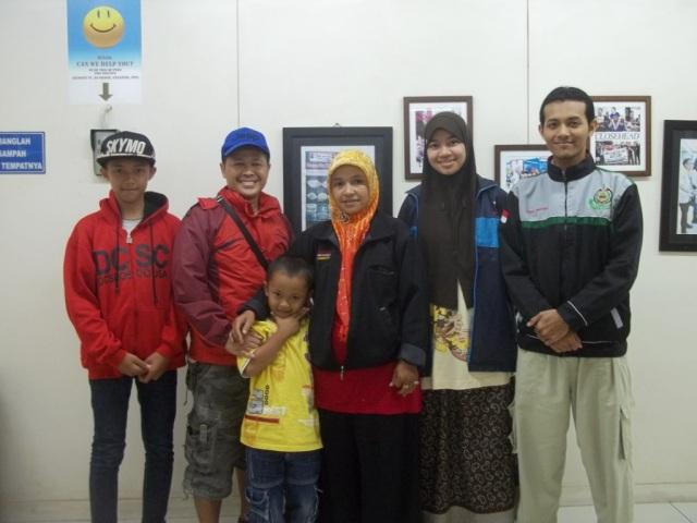 03 Bersama keluarga Kang Nandang