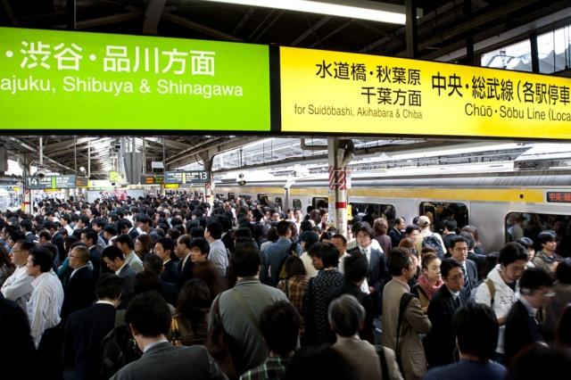 Ternyata kepadatan penduduk Tokyo ada di bawah tanah, stasiun kereta. Sumber gambar dari sini.