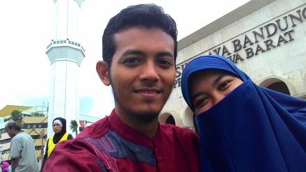 Bersama Isteri di Masjid Raya Jawa Barat (Bandung) pada Januari 2015