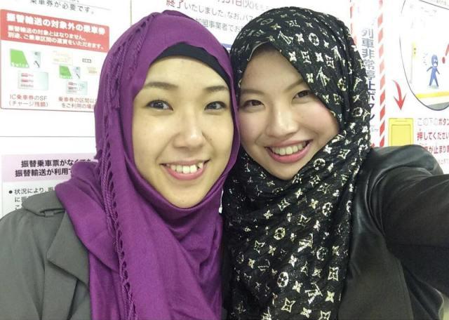 Risa chan&Maryam chan, sesaat setelah mengucap dua kalimat syahadat, 7 November 2015 @Tokyo
